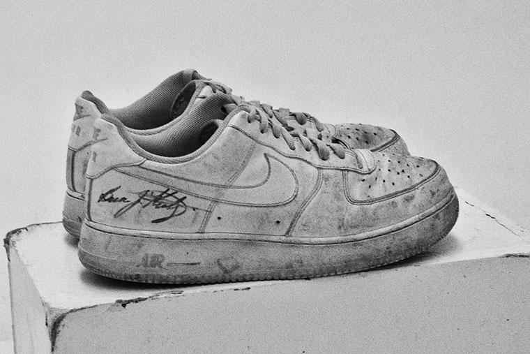 09299dc83666b Nike Air Force 1 07 low firmadas por su creador Bruce Kilgore